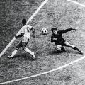 Pelé (Brésil) Makurziewicz (Uruguay) 1970
