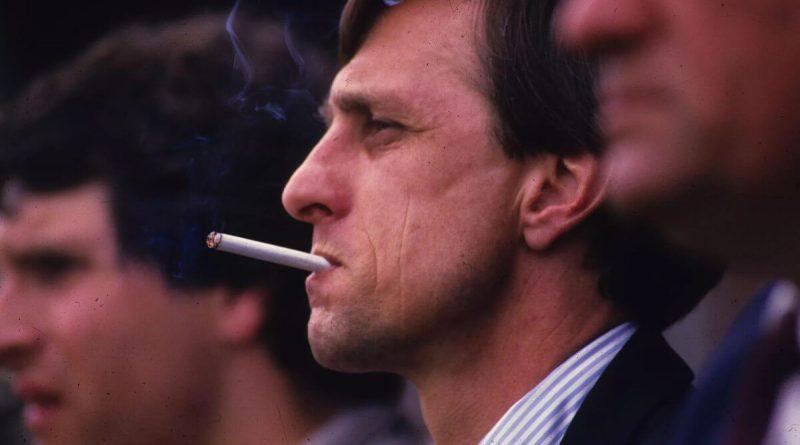 Johan Cruyff fume
