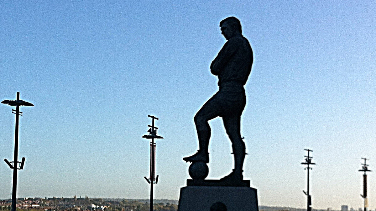 Statue Bobby Moore Wembley